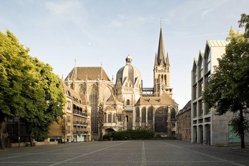 Aachener dom st marien in aachen architektur baukunst nrw for Architektur aachen