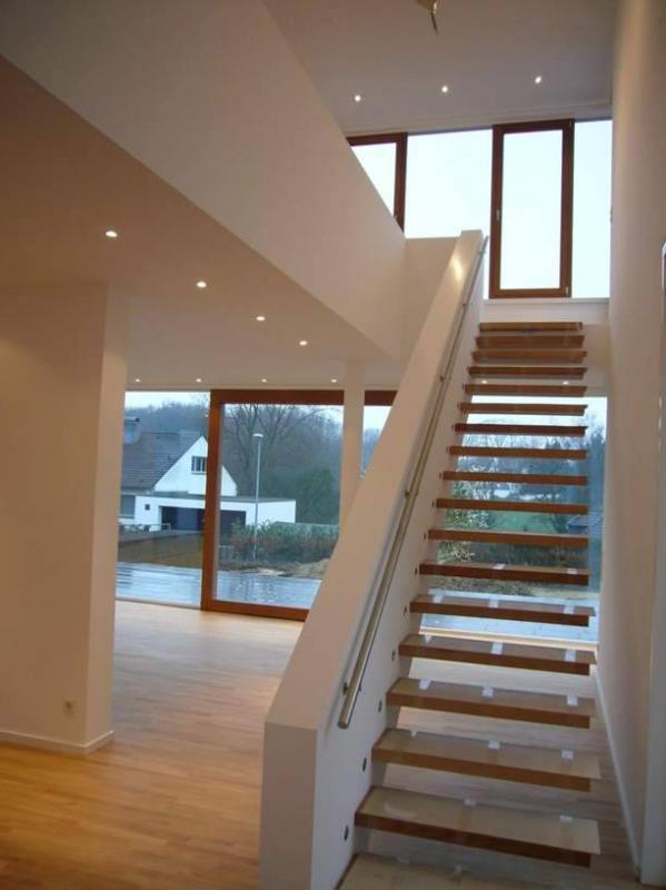 treppenhaus einfamilienhaus inspiration ber haus design. Black Bedroom Furniture Sets. Home Design Ideas