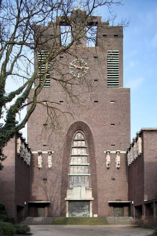Heilig kreuz kirche gelsenkirchen in gelsenkirchen for Innenarchitektur gelsenkirchen