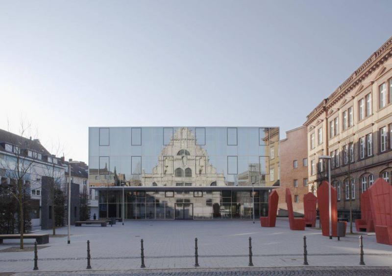 Erweiterungsneubau und platzgestaltung gymnasium st for Architektur aachen