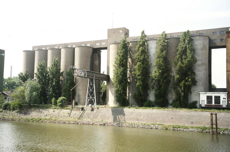 Getreidesilos der Weizenmühle Plange