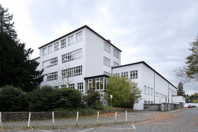 Grashof-Gymnasium mit Direktorenwohnhaus